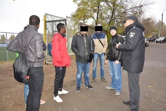 В Заводском отделе поймали 2 нелегальных мигрантов из Нигерии