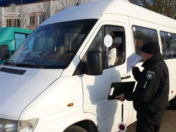 Патрульна поліція Миколаєва проводить профілактичні заходи з правил безпеки серед водіїв маршруток