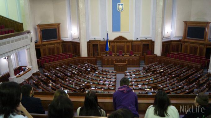 Николаевские студенты, получившие «мэрские» стипендии, побывали на экскурсии в Верховной Раде Украины