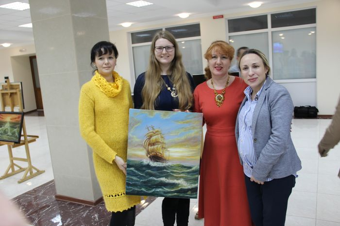 Подведены итоги благотворительной выставки-продажи работ  художницы Александры Березовенко