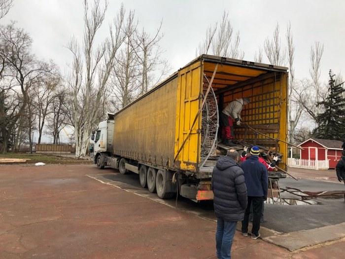 Установка елки-2018 на главной площади Николаева начинается