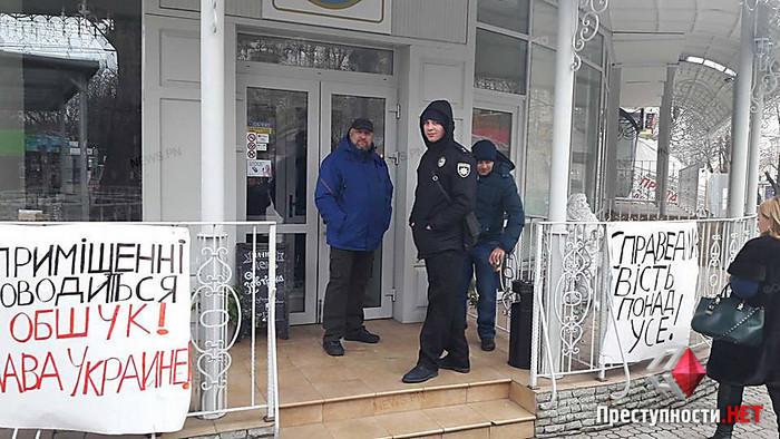 Захват ресторана в центре Николаева зафиксировала полиция
