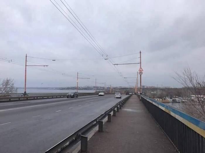 С Ингульского моста сняли всю рекламу