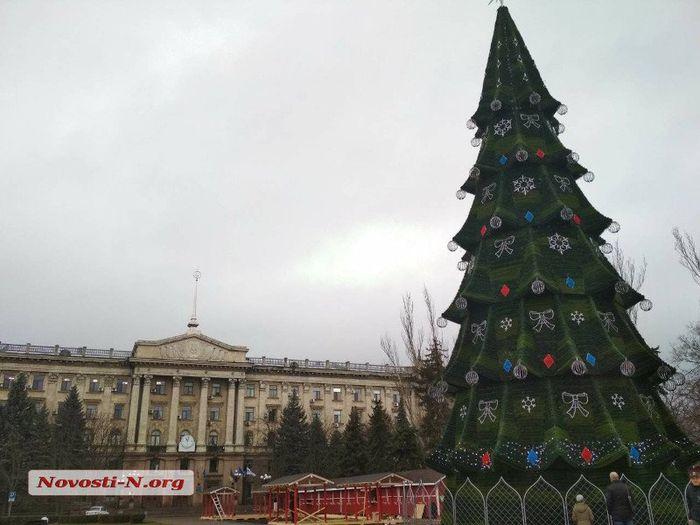 В Николаеве установили главную городскую ёлку