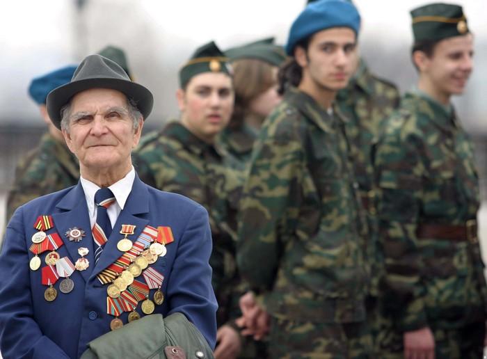 В первый день нового года военным поднимут пенсии