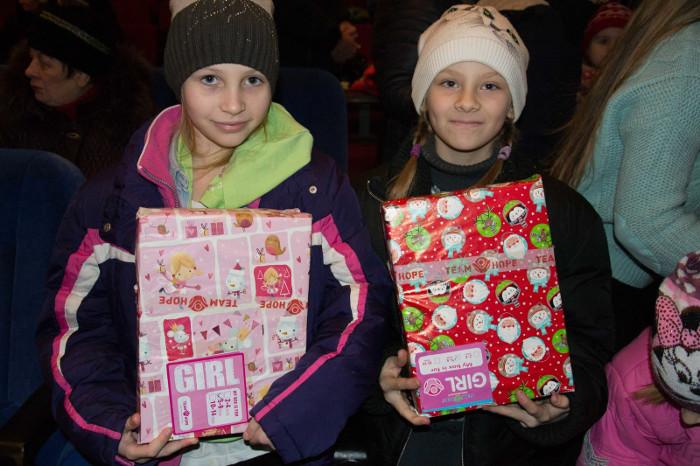 На Рождество волонтеры поделились частичкой света с малообеспеченными семьями Николаева