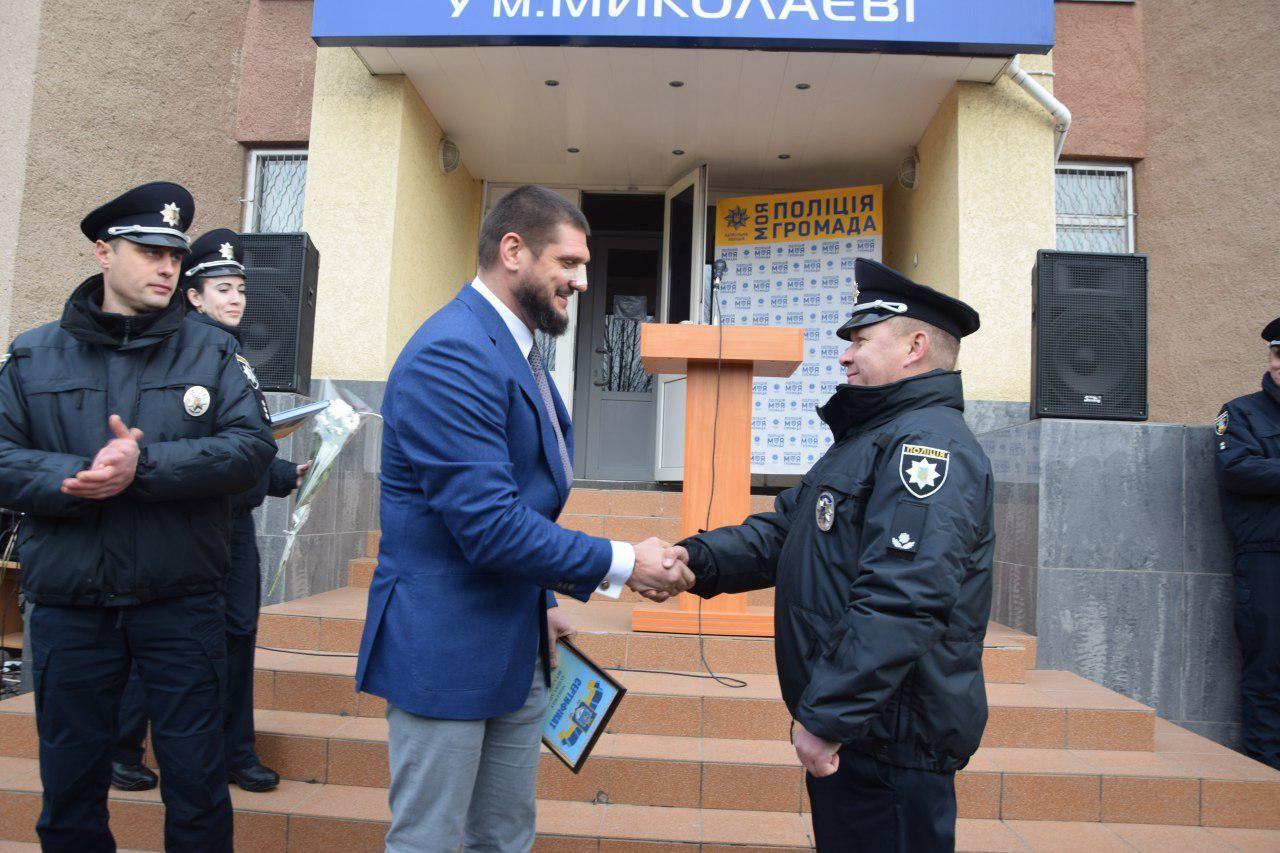 Олексій Савченко вручив поліцейським сертифікати на отримання житла