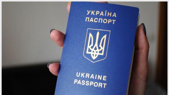 Безвиз поднял Украину в мировом рейтинге паспортов на 14 позиций