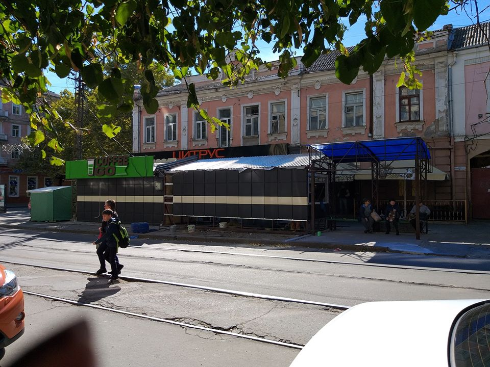 Центр Николаева «оккупировали» будки
