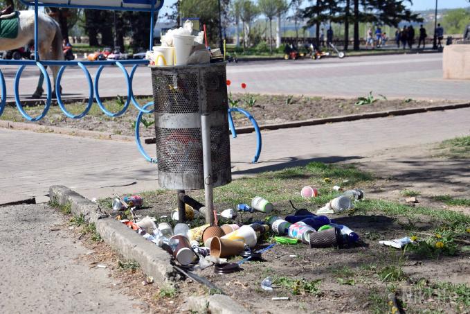 Грязные уик-энды: центр Николаева «утопает» в мусоре