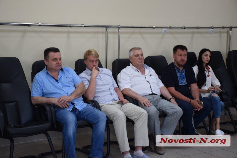В Николаеве депутаты «Нашего края» провели экскурсию по Центральному городскому стадиону (ВИДЕО)
