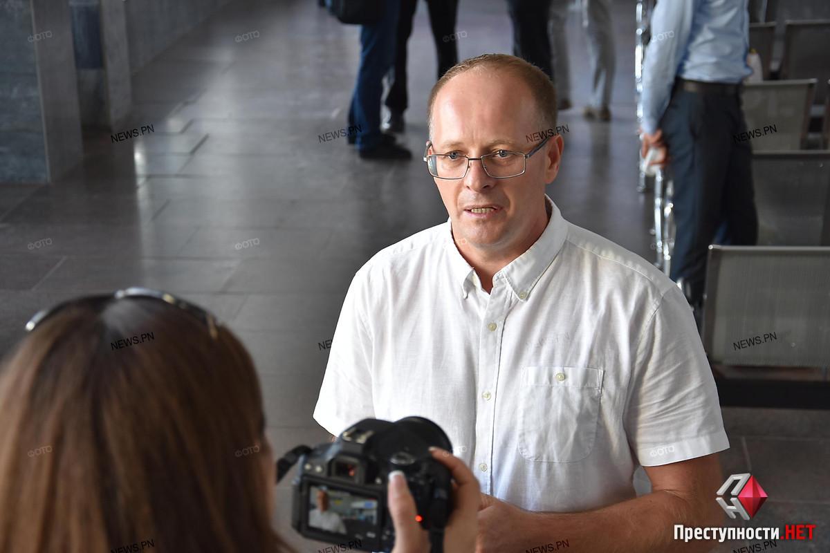 Директор Николаевского аэропорта Барна, который собрался просить у города 50 миллионов, приобрел в лизинг две служебные иномарки
