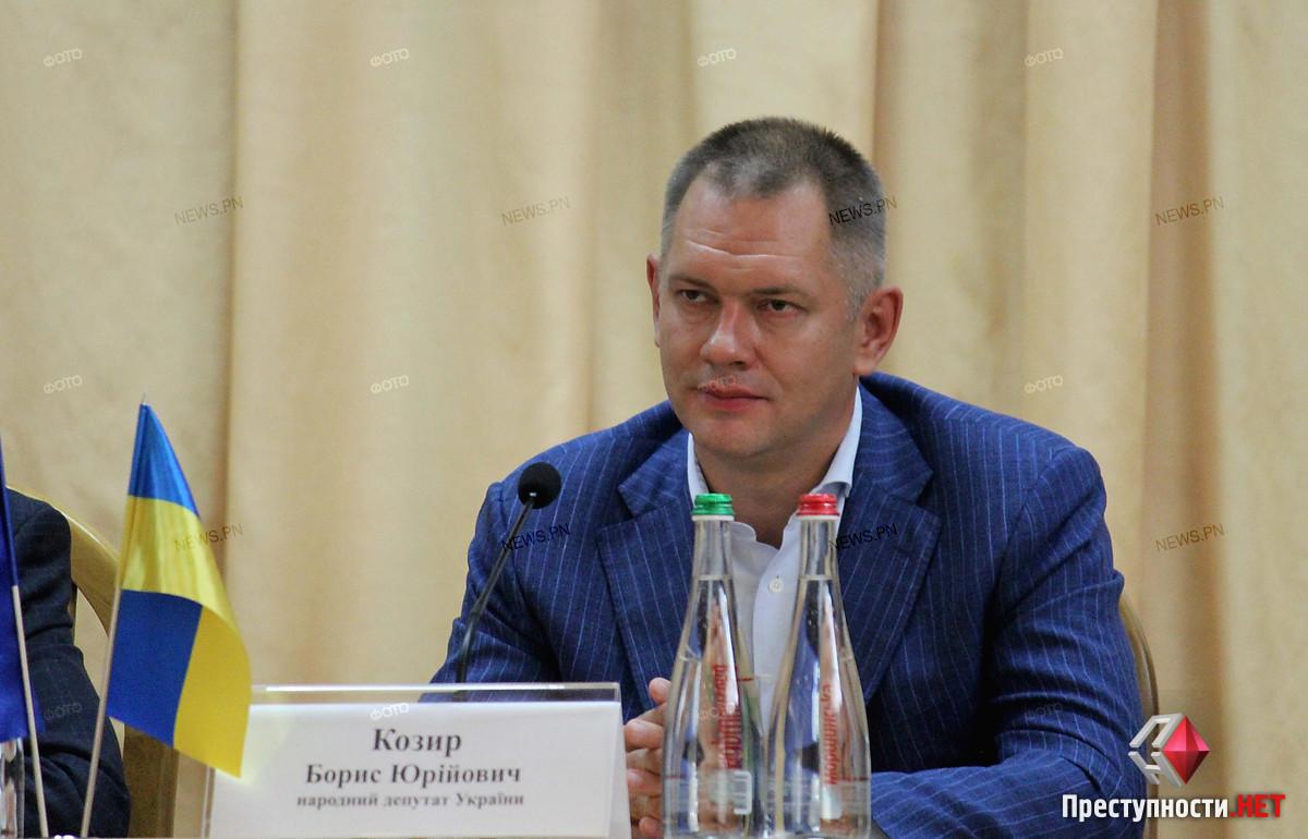 В Николаеве родители возмутились, что люди нардепа Козыря вытесняют ДЮСШ с теннисных кортов ради собственного заработка