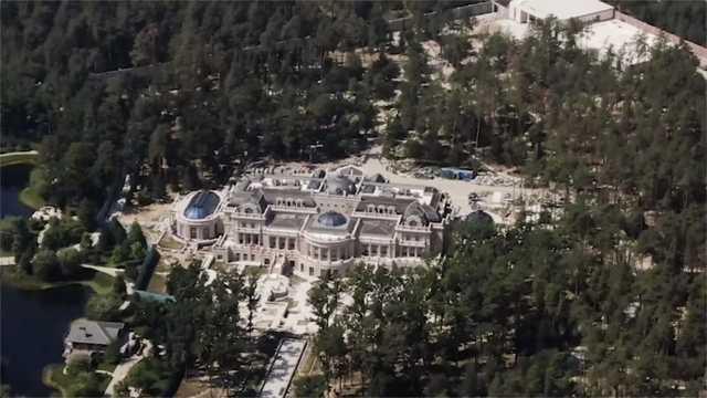 Журналисты показали дворец Ахметова
