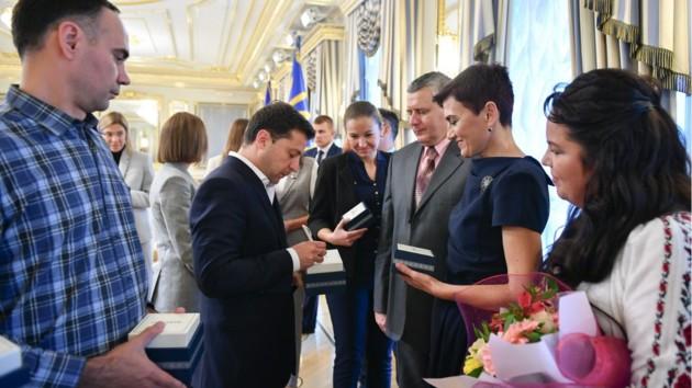 Зеленский и Разумков поздравили учителей с профессиональным праздником