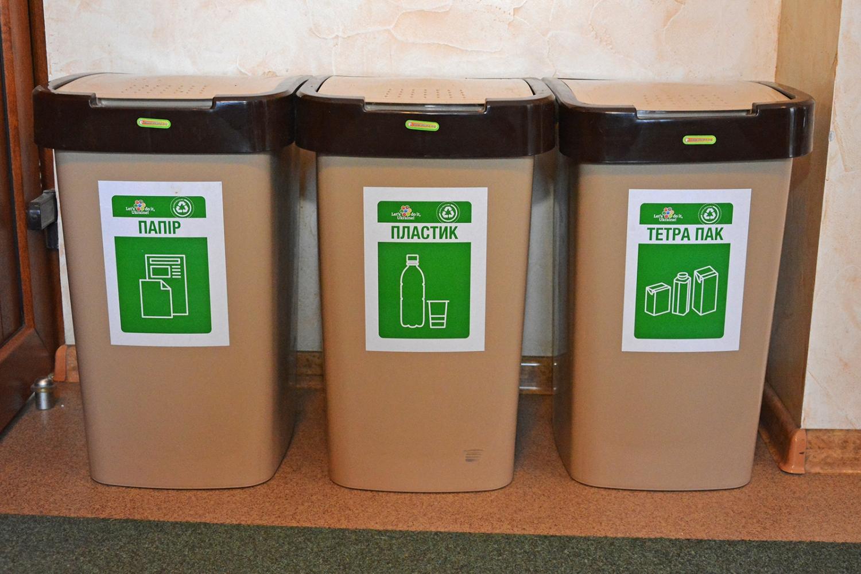 В Николаеве детей обучают сортировать мусор, но контейнеров в городе практически нет