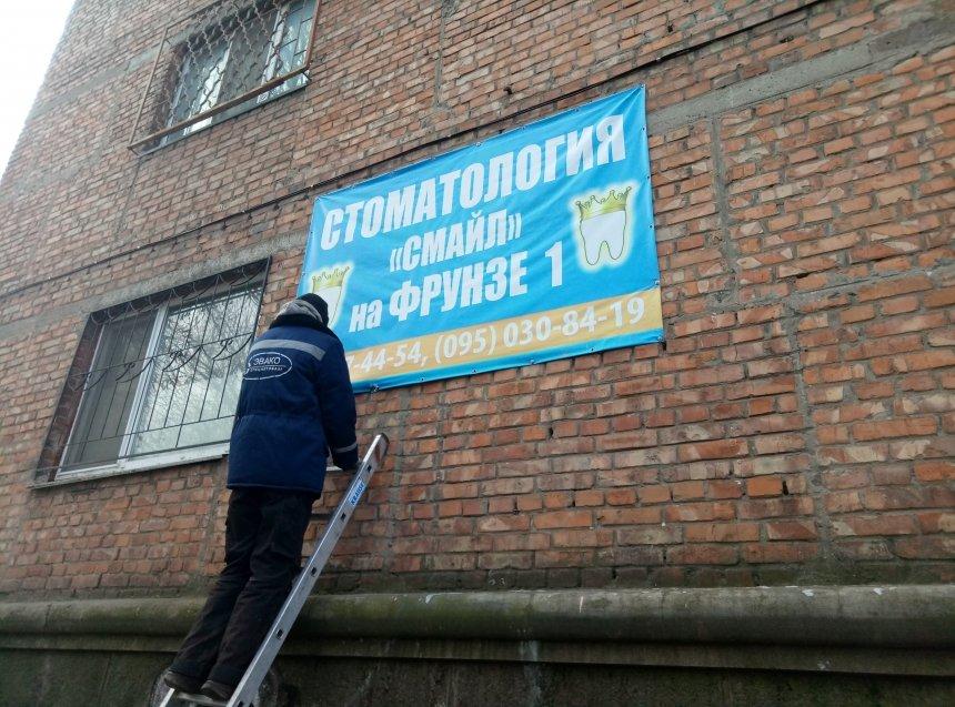 В Николаеве демонтировали 49 незаконных рекламных объектов