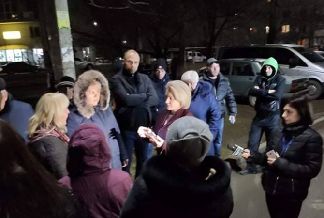 Жену первого в Украине заболевшего коронавирусом из-за протестов жителей поместили в карантин