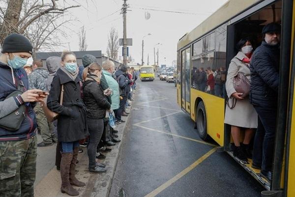 Из-за огромного числа заявок в Николаеве перенесли введение пропусков для проезда в транспорте