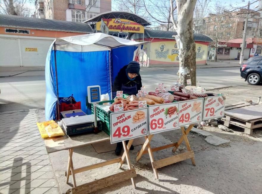 Карантин: в Николаеве призывали не покупать продукты у уличных торговцев