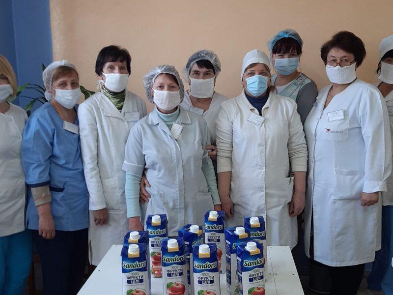 Накануне Пасхи николаевским больницам передали 1400 литров сока