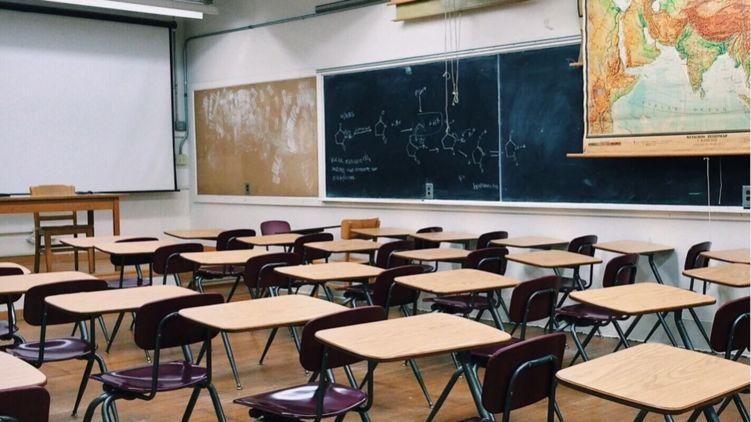 МВФ получил от Украины обязательство закрыть часть школ и уволить