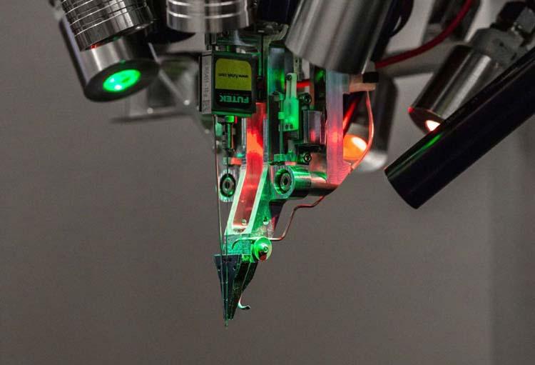 Илон Маск обещает через два дня показать рабочее устройство Neuralink для чипирования людей