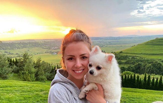 Девушка с собачкой из Уханя раскрыла отношения с главой миграционной службы Украины
