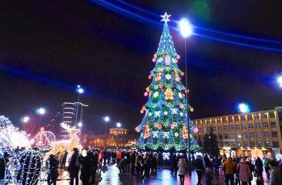 Николаевцы на Святого Николая отправились вечером на Соборную площадь