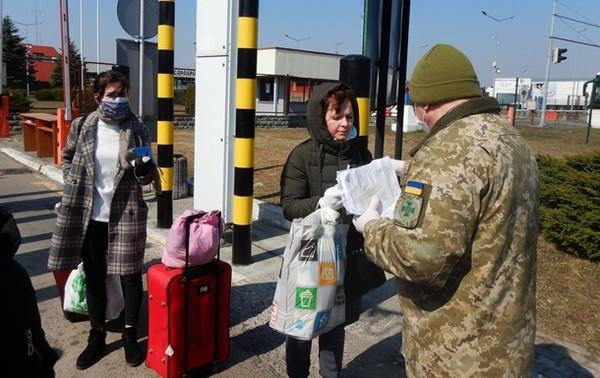 За год более 11 млн украинцев выезжали за границу