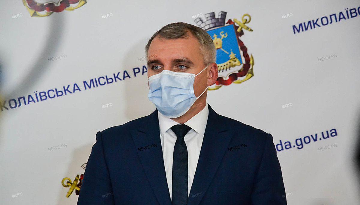 Мэр Сенкевич призвал родителей не экономить на питании детей