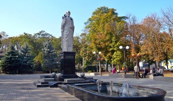 Символ Николаева — памятник Святому Николаю в Каштановом сквере, не принадлежит городу
