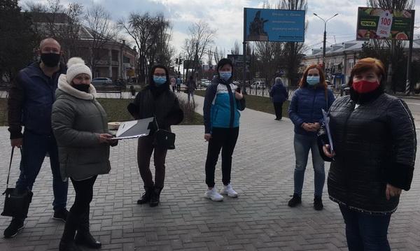 Родители в Корабельном районе собирают подписи за сохранение старших классов в их школе