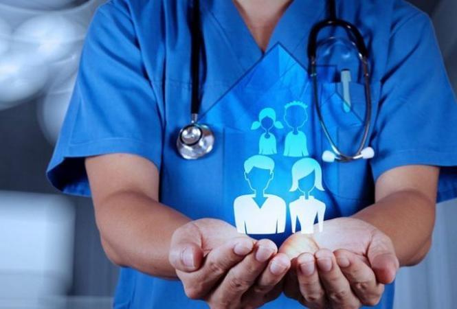 Год медреформе в Украине: сколько врачей уволилось и как у больниц с деньгами