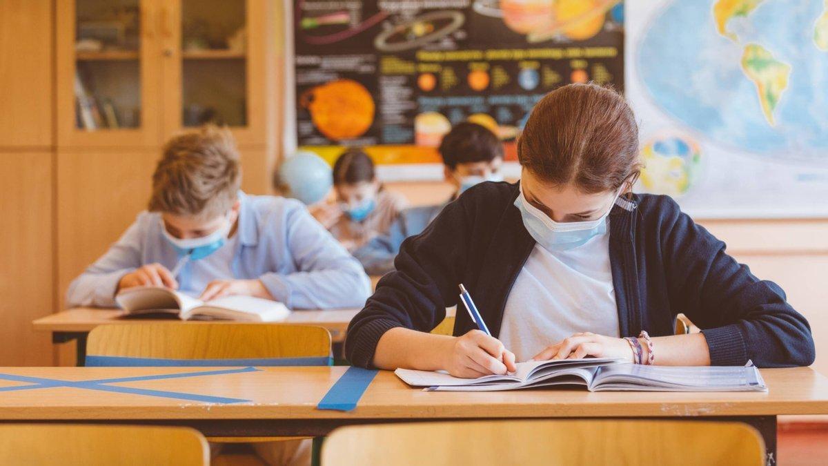Николаевские школьники закончат учебный год в начале июня