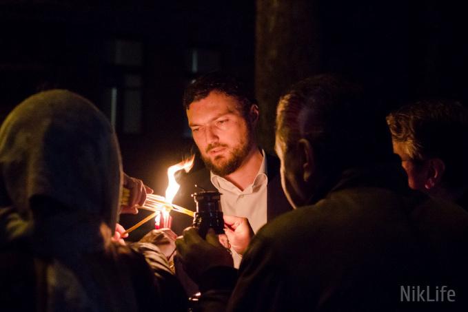 Благодатный огонь в Николаеве: святыню доставили в Кафедральный собор Рождества Пресвятой Богородицы