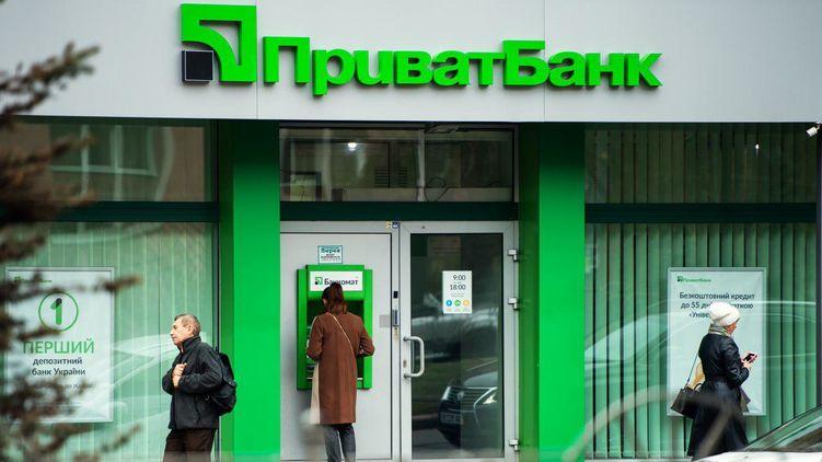 «ПриватБанк» сделает выплату до 500 гривен всем владельцам банковских карт