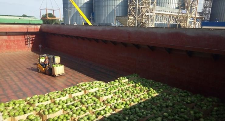 На Херсонщине готовят к отправке в Киев юбилейную баржу с арбузами