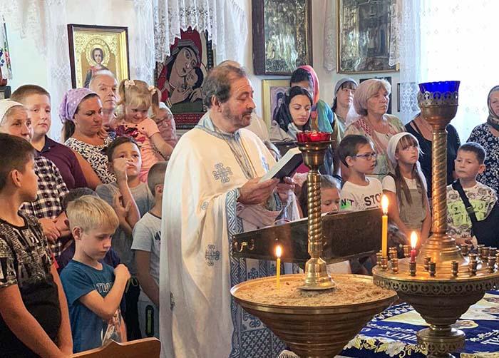 В храме Петра и Павла на Николаевщине школьников благословили на успешную учебу
