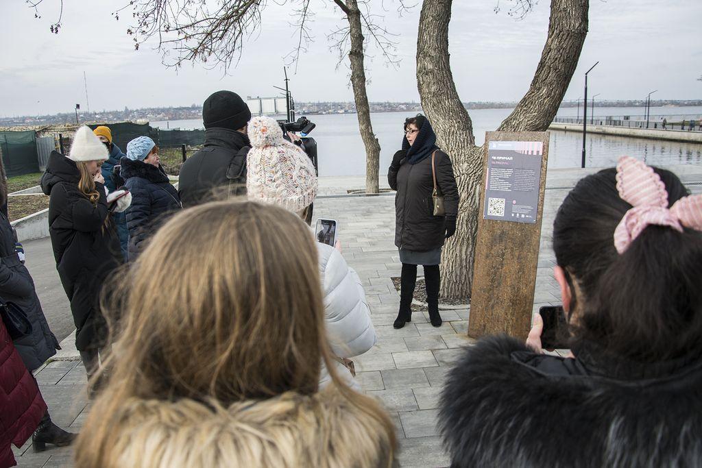 В Николаеве провели экскурсию со смартфоном, сканируя таблички с QR-кодами