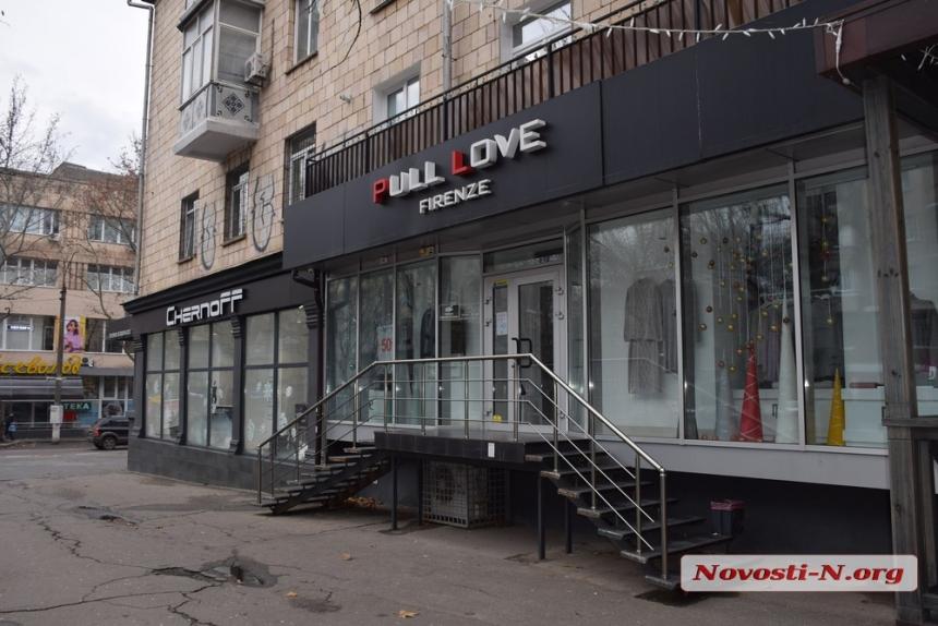 Как работают магазины на главной улице города