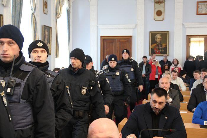 Начато уголовное производство по факту происшествия в горсовете: задержали 2 активистов
