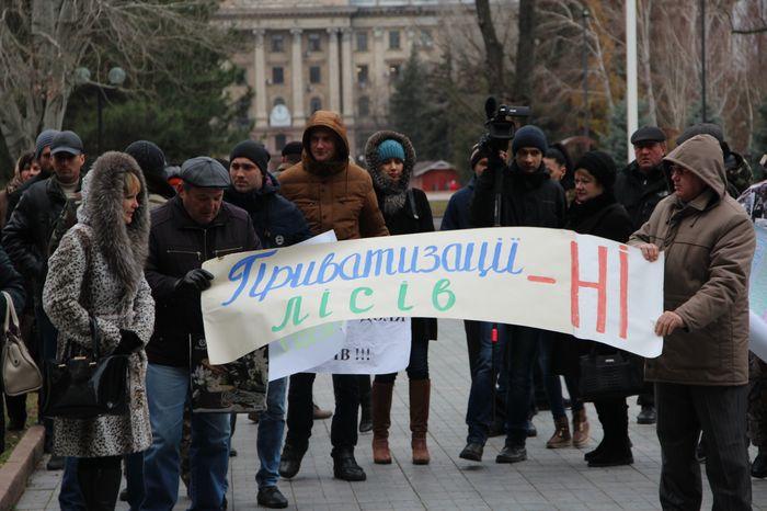 «Реформа в тумане»: В Николаеве работники лесного хозяйства провели митинг под ОГА