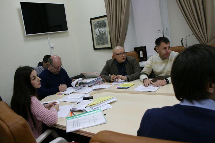 Депутаты хотят «проредить» ряды чиновников НГС