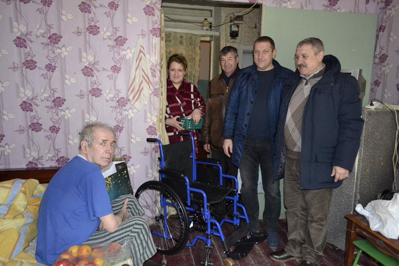Ветеран Афганистана получил в подарок инвалидную коляску от Социалистической партии Украины