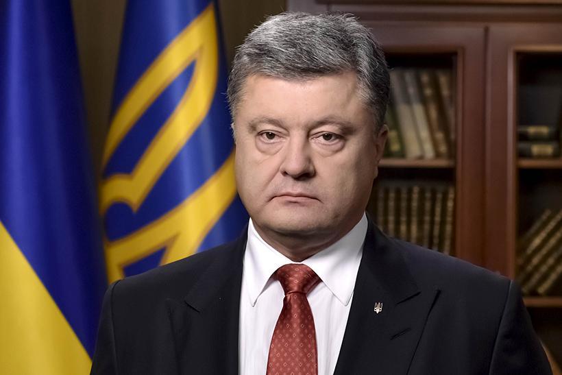 Порошенко объявил об окончании военного положения