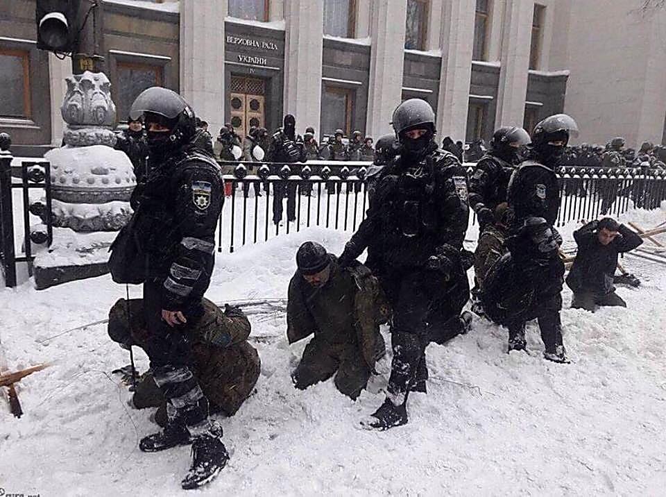Губернатор Савченко вступился за силовиков, жестко задержавших протестующих под Радой