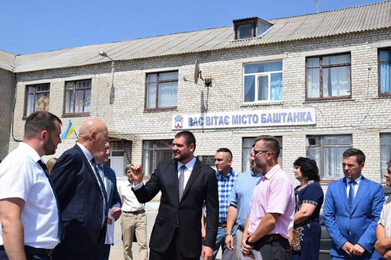 Олексій Савченко у Баштанці оглянув будівництво плавального басейну загальною вартістю майже 64 млн грн