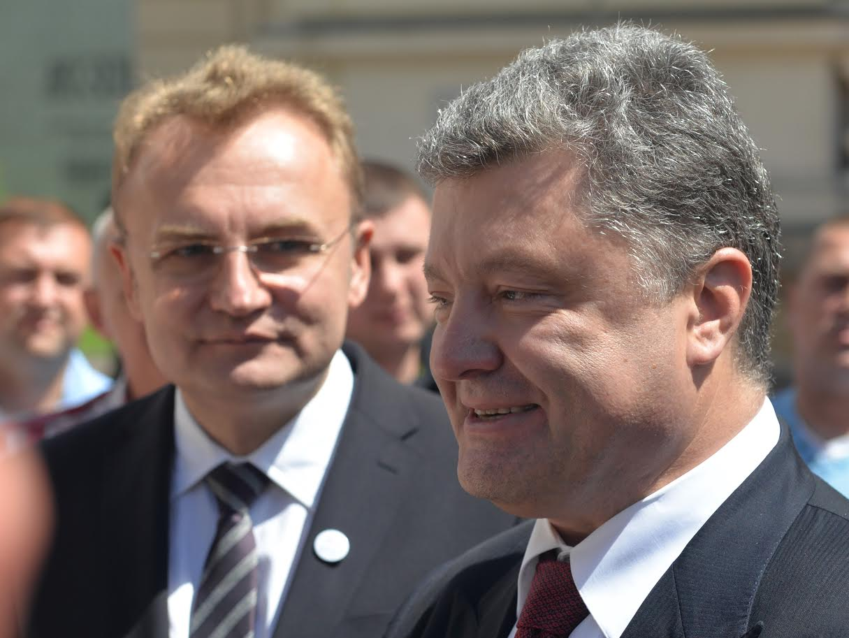 Николаев по очереди посетят Петр Порошенко и Андрей Садовой