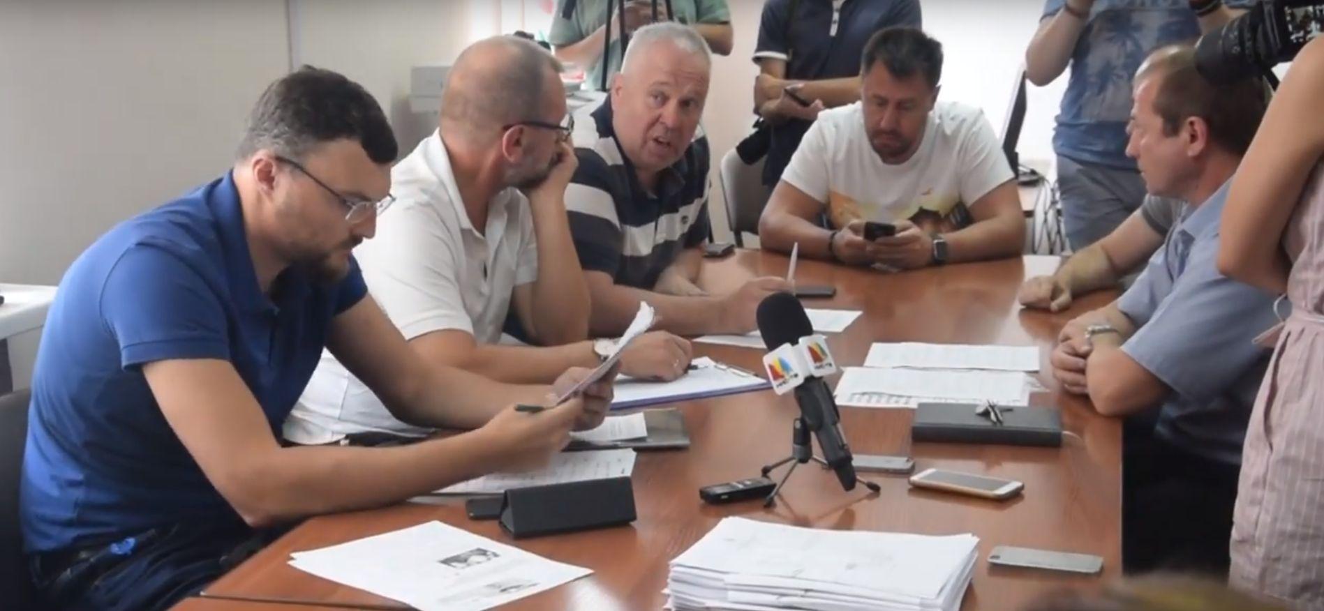 Не имеющий юридического образования Ермолаев решил разъяснить депутатам горсовета законодательство о конфликте интересов